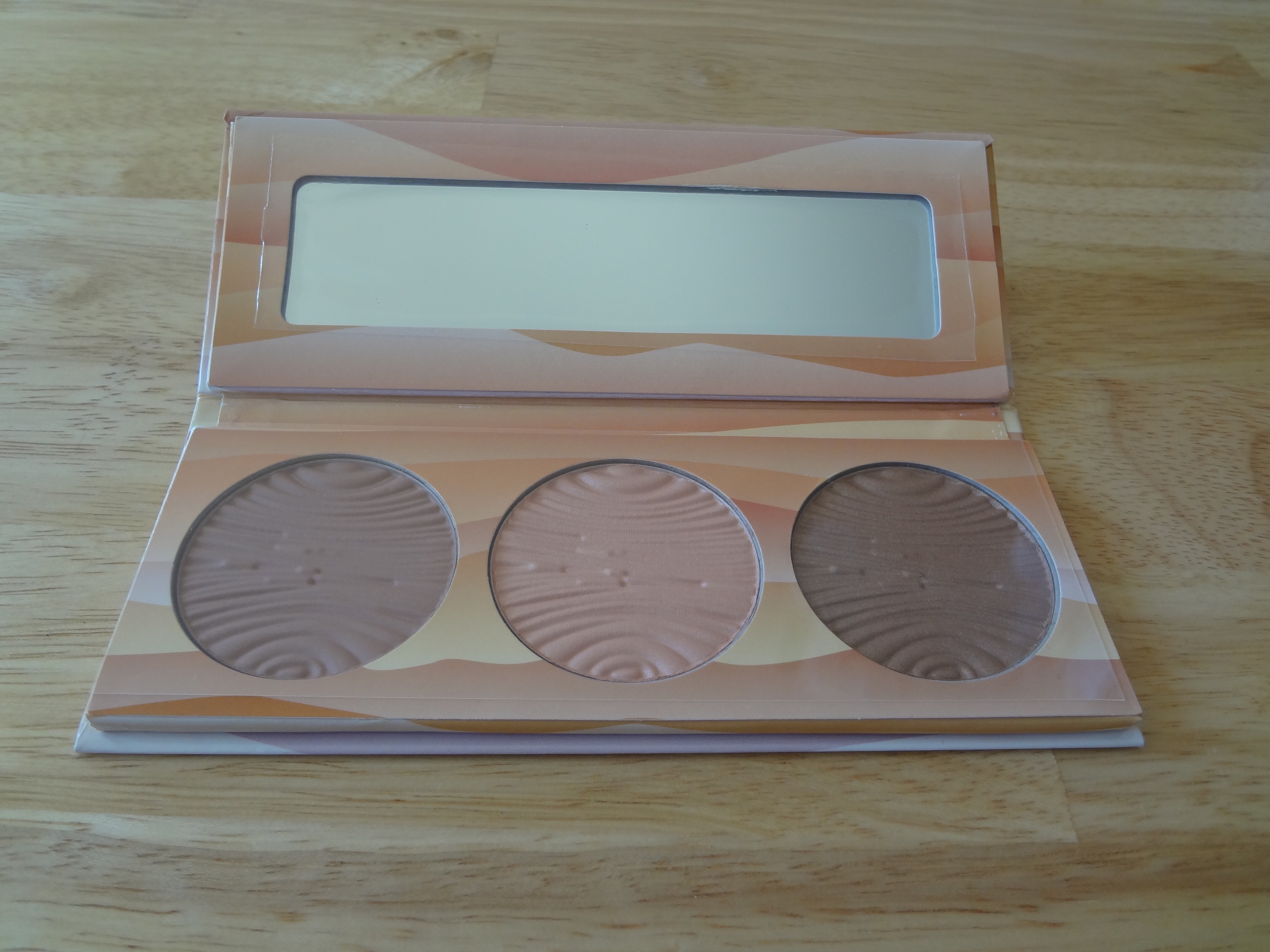 This Description On The Box Says That The Package Has Two Blushes Bronze  Taupe And Peach Champagne With The Purpose Of Sculpting And Highlighting  Face